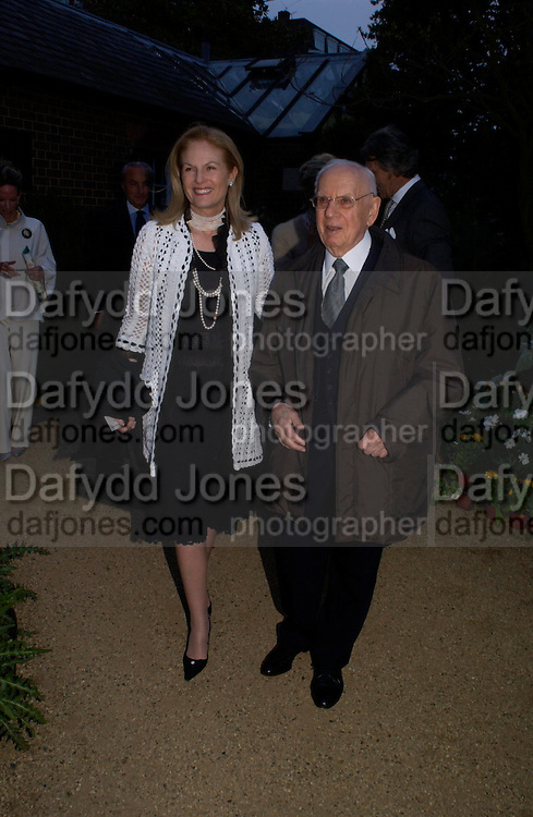 Dr. Mortimer and Mrs. Sackler. Cartier dinner after thecharity preview of the Chelsea Flower show. Chelsea Physic Garden. 23 May 2005. ONE TIME USE ONLY - DO NOT ARCHIVE  © Copyright Photograph by Dafydd Jones 66 Stockwell Park Rd. London SW9 0DA Tel 020 7733 0108 www.dafjones.com