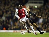 Fotball<br /> Carling Cup<br /> Arsenal v Wolverhampton 5-1<br /> 02.12.2003<br /> Patrick Vieira - Arsenal<br /> Alex Rae - Wolves<br /> Foto: Anders Hoven, Digitalsport