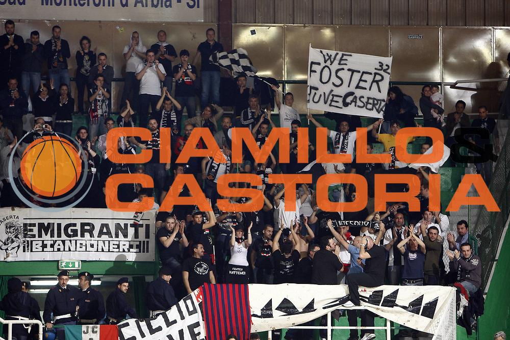 DESCRIZIONE : Siena Lega A 2008-09 Montepaschi Siena Eldo Caserta<br /> GIOCATORE : Ronald Slay<br /> SQUADRA : Eldo Caserta<br /> EVENTO : Campionato Lega A 2008-2009 <br /> GARA : Montepaschi Siena Eldo Caserta<br /> DATA : 19/04/2009<br /> CATEGORIA : tifo fan supporter<br /> SPORT : Pallacanestro <br /> AUTORE : Agenzia Ciamillo-Castoria/E.Castoria