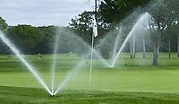 VILAMOURA - Algarve - Oceanico OLD COURSE  Golfcourse,  sproeien met sprinklers.   COPYRIGHT KOEN SUYK