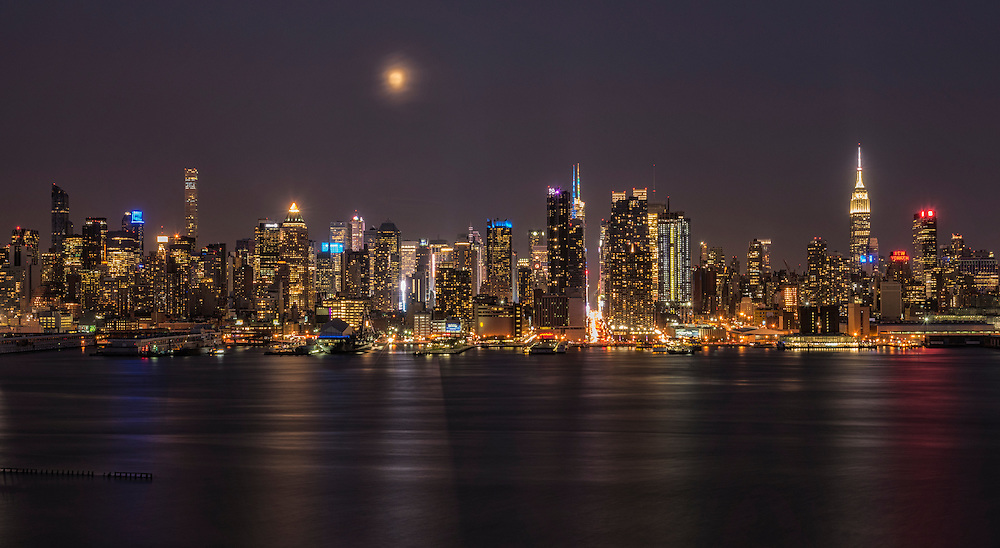 USA, New York, Manhattan, Midtown Skyline seen from New Jersey