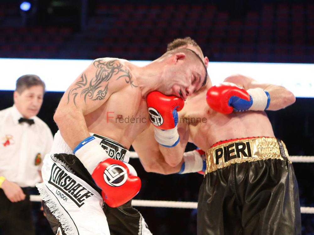 Combat Pierino Paglerini (centure dorée) – Predrag Cvetkovic  lors du Gala de boxe Round 5 qui s'est déroulé à Charleroi (Spiroudome) le 16/12/2017.