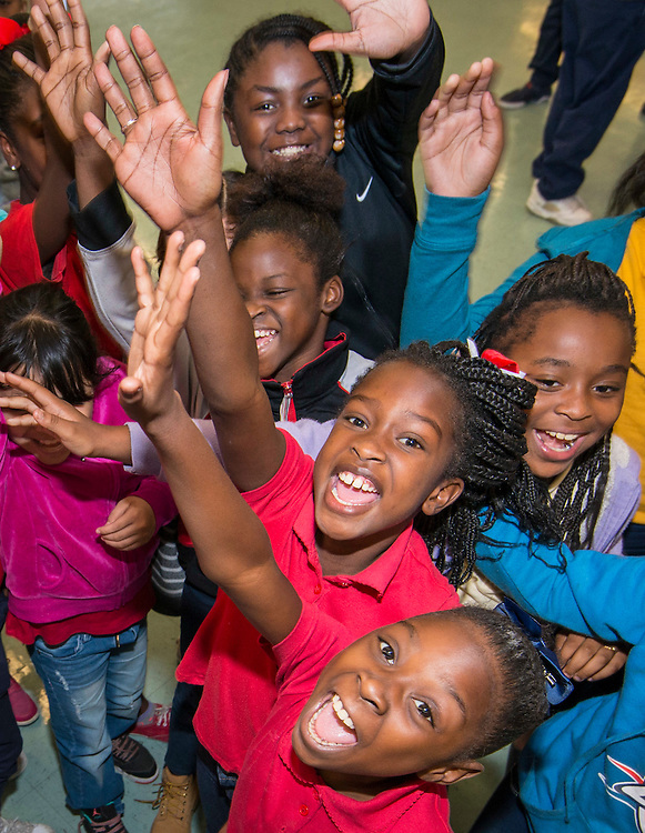 Students react during a Touchdown Houston event at NQ Henderson Elementary School, November 11, 2016.