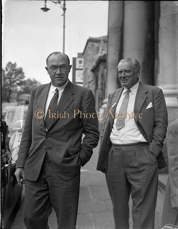 Josef Locke suing Ballybunion Dance Hall Projects. Mr Locke is pictured with Mr O'Sullivan.07/07/1958