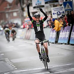 WEVELGEM (BEL) wielrennen: De vrouweneditie van Gent-Wevelgem werd verreden onder zware omstandigheden. De winst ging naar Floortje Mackay (Woerden) van Liv-Plantur