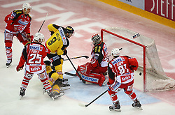 31.10.2014, Albert Schultz Eishalle, Wien, AUT, EBEL, UPC Vienna Capitals vs EC KAC, 5. Runde, im Bild Tor fuer die Capitals durch Adam Naglich (UPC Vienna Capitals), Kim Stroemberg (EC KAC), Kirk Furey (EC KAC) , Sascha Bauer (UPC Vienna Capitals), Pekka Tuokkola (EC KAC) und Maximilian Oliver Isopp (EC KAC) // during the Erste Bank Icehockey League 5th Round match between UPC Vienna Capitals and EC KAC at the Albert Schultz Ice Arena, Vienna, Austria on 2014/10/31. EXPA Pictures © 2014, PhotoCredit: EXPA/ Thomas Haumer
