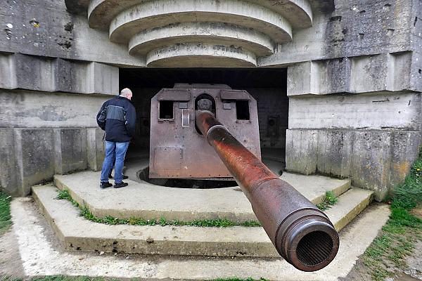 Frankrijk, Longues, 11-5-2013Serie over de invasie door de geallieerden op de stranden van Normandie, 6 juni 1944. De kanonnen van de artillerie batteriij van Longues sur mer. Bevrijding, herdenking, 2e, tweede wereldoorlog, oorlog, atlantik wall, dday, d-day, d dayFoto: Flip Franssen/Hollandse Hoogte