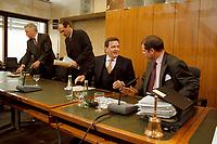 10.03.1999, Deutschland/Bonn:<br /> Gerhard Schröder, SPD, Bundeskanzler, und Heribert Blens, MdB, CDU, Auschußvorsitzender, im Gespräch; Schröder unterrichtet die Mitglieder des Bundestags Ausschusses für Angelegenheiten der Europäischen Union über den Gesamtkomplex der Agenda 2000, Abgeordnetenhaus Langer Eugen, Bonn<br /> IMAGE: 19990310-03/01-11<br /> KEYWORDS: Gerhard Schroeder