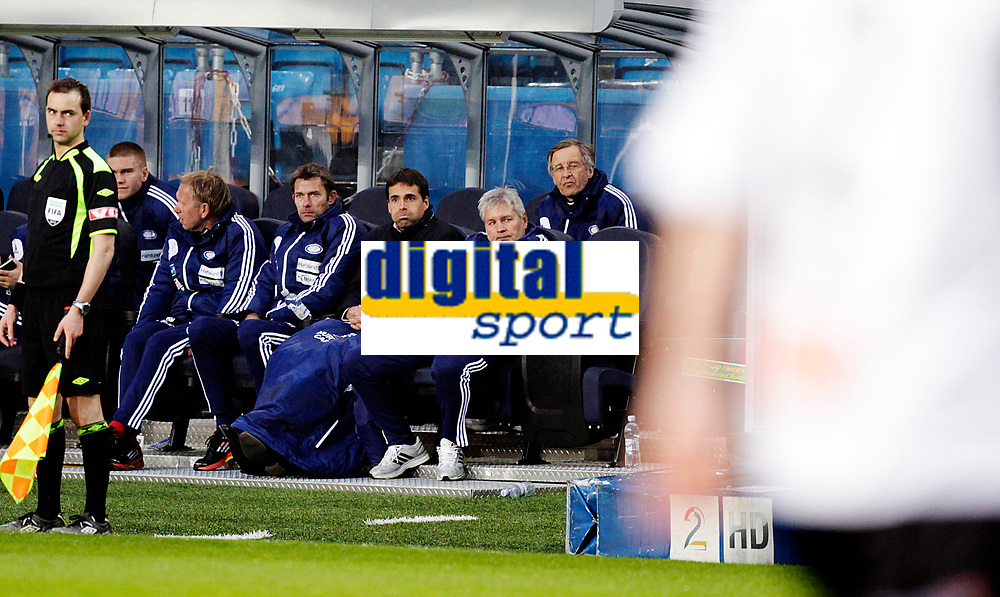 Fotball<br /> Tippeligaen<br /> Ullev&aring;l Stadio 20.04.12<br /> V&aring;lerenga VIF - Sogndal<br /> MArtin Andresen p&aring; VIF benken med Andr&egrave; Bergd&oslash;lmo og Kaz Sokolowski<br /> Foto: Eirik F&oslash;rde