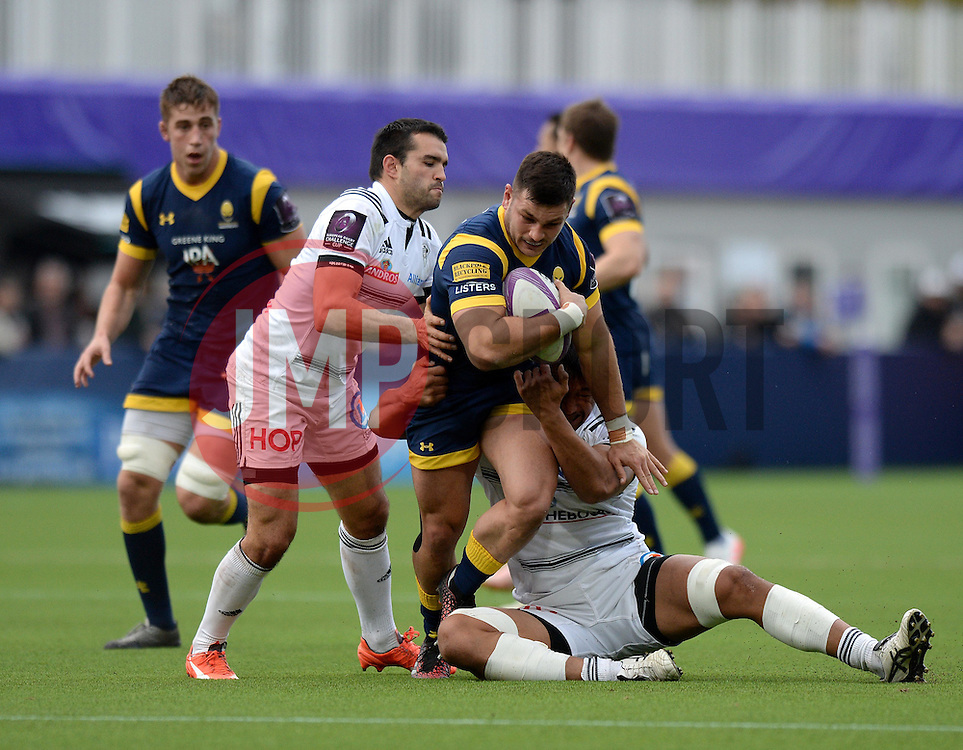 Matti Williams of Worcester Warriors is challenged  - Mandatory by-line: Dougie Allward/JMP - 22/10/2016 - RUGBY - Sixways Stadium - Worcester, England - Worcester Warriors v Brive - European Challenge Cup