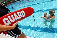Orlando Florida Mayo/08/06..Campana de Prevencion de Ahogamiento, del Condado Orange. En la foto Allison Woodend, ensena a su hijo Donovan a nadar en la piscina del YMCA durante la inauguracion de esta campana..(Photo: GerardoMora/Independent Photo Agency)..