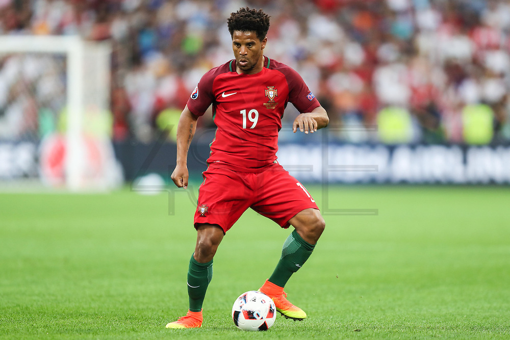MARSELHA, FRANÇA, 30.06.2016 - PORTUGAL-POLONIA - Eliseu, de Portugal, em partida contra a Polônia válida pelas quartas de final da Eurocopa 2016, no Estádio Velodrome, em Marselha, nesta quinta-feira (30).