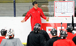 04.04.2012, Stadthalle, Villach, AUT, OeHV, Training Nationalteam Oesterreich, im Bild Teamchef Manny Viveiros (AUT) // during a Trainingssession of austrians National eishockey team at Stadthalle, Villach, Austria on 2012/04/04. EXPA Pictures © 2012, PhotoCredit: EXPA/ Oskar Hoeher