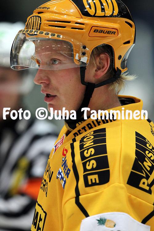 28.09.2010, H?meenlinna..J??kiekon SM-liiga 2010-11. .HPK - KalPa..Samuli Suhonen - KalPa.©Juha Tamminen.