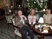 Sahar Hashemi. David Bailey dinner hosted by Lucy Yeomans at Gordon Ramsay at Claridge's. 12 November 2001. © Copyright Photograph by Dafydd Jones 66 Stockwell Park Rd. London SW9 0DA Tel 020 7733 0108 www.dafjones.com