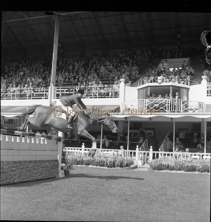 "07/08/1962 <br /> 08/07/1962 <br /> 07 August 1962 <br /> Dublin Horse show at the RDS, Ballsbridge, Dublin, Tuesday. ""Descosido"" (Spain) ridden by Alvarez de Bohorques clears a jump in the Pembroke Stakes International Jumping Competition to finish with a clear round in 1 minute 7 (17?) seconds."