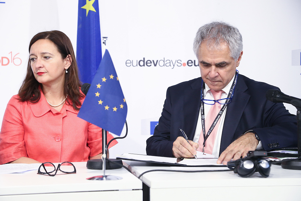 20160615 - Brussels , Belgium - 2016 June 15th - European Development Days - USAID Signature - Marjeta Jager, Deputy Director General , European Commission - DG for International Cooperation and Development  and Roberto Ridolfi, Director for Sustainable Growth and Development, European Commission - DG for International Cooperation and Development © European Union