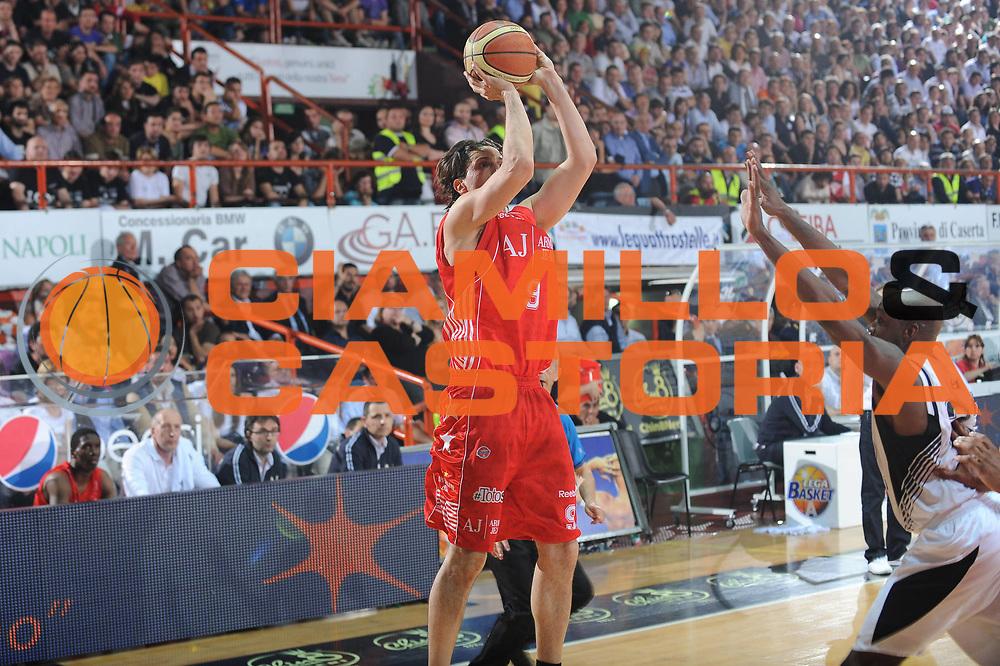 DESCRIZIONE : Caserta Lega A 2009-10 Playoff Semifinale Gara 1 Pepsi Caserta Armani Jeans Milano<br /> GIOCATORE : Marco Mordente<br /> SQUADRA : Armani Jeans Milano<br /> EVENTO : Campionato Lega A 2009-2010 <br /> GARA : Pepsi Caserta Armani Jeans Milano<br /> DATA : 02/06/2010<br /> CATEGORIA : tiro<br /> SPORT : Pallacanestro <br /> AUTORE : Agenzia Ciamillo-Castoria/GiulioCiamillo<br /> Galleria : Lega Basket A 2009-2010 <br /> Fotonotizia : Caserta Lega A 2009-10 Playoff Semifinale Gara 1 Pepsi Caserta Armani Jeans Milano<br /> Predefinita :