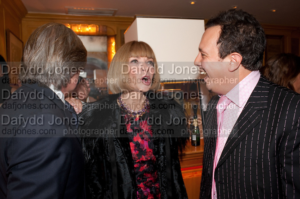 RICHARD CARING; ANNA WINTOUR; DETMAR BLOW, BOOK PARTY FOR BLOW BY BLOW BY DETMAR BLOW AND TOM SYKES. ANNABEL'S. BERKELEY SQ. LONDON. 21 SEPTEMBER 2010. -DO NOT ARCHIVE-© Copyright Photograph by Dafydd Jones. 248 Clapham Rd. London SW9 0PZ. Tel 0207 820 0771. www.dafjones.com.