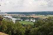Blick auf die Donau vom Bogenberg bei Straubing, Bayerischer Wald, Bayern, Deutschland | view on Danube near Straubing, Bavarian Forest, Bavaria, Germany
