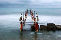 Il vecchio pontile di Lido S. Anna lungo la costa nord di Brindisi