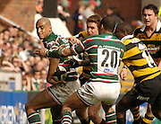 Leicester, ENGLAND, Tiger Tom Vandell [left], attempts to get the ball back to Leon Lloyd during the Guinness Premiership Rugby match,  Leicester Tigers vs London Wasps at Welford Road. © Peter Spurrier/Intersport-images.com.