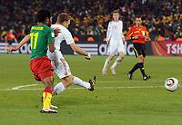 Fotball<br /> VM 2010<br /> Danmark v Kamerun<br /> 19.06.2010<br /> Foto: Witters/Digitalsport<br /> NORWAY ONLY<br /> <br /> Tor 1:2 v.l. Jean Makoun, Torschuetze Dennis Rommedahl (Daenemark)<br /> Fussball WM 2010 in Suedafrika, Vorrunde, Kamerun - Daenemark