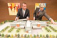 Frankrijk, Sittard, 20051108..Maquette van Orbis Medical Park..Raad van Bestuur Orbis medisch en zorg concern: de heren Ludo Jansen en Guus Broos.