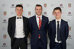 CARDIFF, WALES - Monday, October 5, 2015: Wales' Gareth Bale with young players Regan Poole (L) and Liam Cullen (R) during the FAW Awards Dinner at Cardiff City Hall. (Pic by David Rawcliffe/Propaganda)