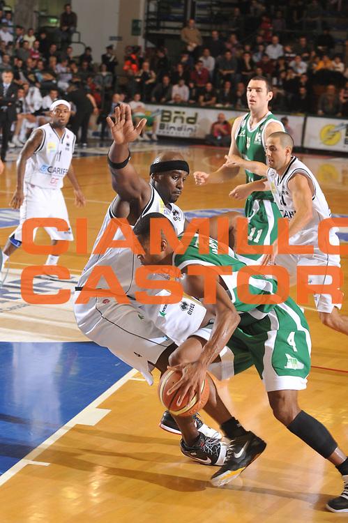 DESCRIZIONE : Ferrara Lega A1 2008-09 Carife Ferrara Air Avellino<br /> GIOCATORE : Chris Warren<br /> SQUADRA : Air Avellino<br /> EVENTO : Campionato Lega A1 2008-2009 <br /> GARA : Carife Ferrara Air Avellino<br /> DATA : 08/03/2009 <br /> CATEGORIA : Palleggio<br /> SPORT : Pallacanestro <br /> AUTORE : Agenzia Ciamillo-Castoria/M.Gregolin