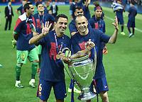 FUSSBALL  CHAMPIONS LEAGUE  FINALE  SAISON 2014/2015  06.06.2015 Juventus Turin - FC Barcelona JUBEL CHL Sieger 2015  FC Barcelona: Xavi Hernandez (li) und Andres Iniesta mit Pokal