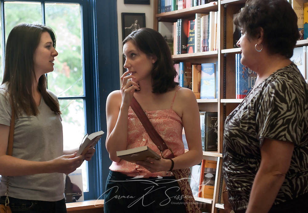 Three women discuss the works of William Faulkner, July 17, 2011, in Oxford, Mississippi. (Photo by Carmen K. Sisson/Cloudybright)