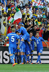 20.06.2010, Mbombela Stadion, Nelspruit, RSA, FIFA WM 2010, Italien vs Neuseeland im Bild Torjubel Italien nach dem Ausgleich durch Iaquinta, EXPA Pictures © 2010, PhotoCredit: EXPA/ InsideFoto/ Perottino / SPORTIDA PHOTO AGENCY