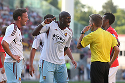 20.07.2013, Coface Arena, Mainz, GER, Testspiel, 1. FSV Mainz 05 vs West Ham United, im Bild Guy Demel (West Ham United WHUFC) diskutiert gestenreich mit Schir Dr. Jochen Drees,,  // during the Friendly Match between 1. FSV Mainz 05 and West Ham United at the Coface Arena, Mainz, Germany on 2013/07/20. EXPA Pictures © 2013, PhotoCredit: EXPA/ Eibner/ Bildpressehaus<br /> <br /> ***** ATTENTION - OUT OF GER *****
