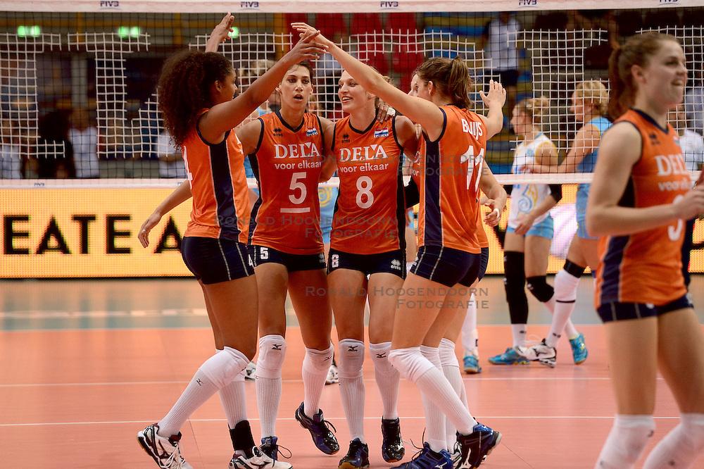 23-09-2014 ITA: World Championship Nederland - Kazachstan, Verona<br /> Nederland wint de opening wedstrijd met 3-0 / Celeste Plak, Robin de Kruijf, Judith Pietersen, Anne Buijs