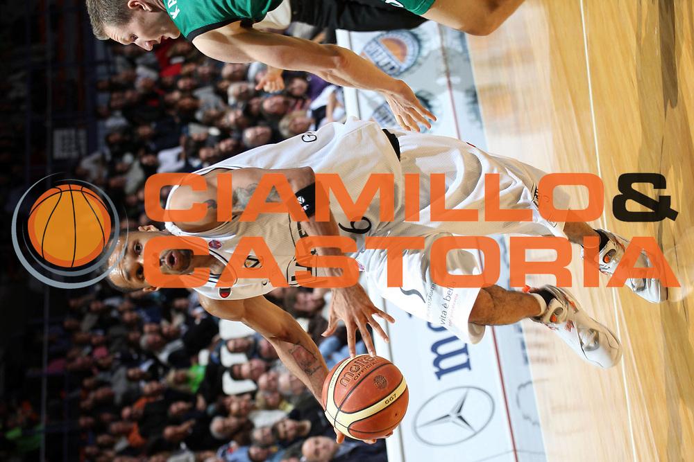 DESCRIZIONE : Bologna Lega A1 2007-08 La Fortezza Virtus Bologna Montepaschi Siena <br /> GIOCATORE : Dewarick Spencer <br /> SQUADRA : La Fortezza Virtus Bologna <br /> EVENTO : Campionato Lega A1 2007-2008 <br /> GARA : La Fortezza Virtus Bologna Montepaschi Siena <br /> DATA : 11/11/2007 <br /> CATEGORIA : Penetrazione <br /> SPORT : Pallacanestro <br /> AUTORE : Agenzia Ciamillo-Castoria/L.Villani