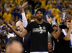 The Golden State Warriors' Kevin Durant holds the Finals MVP trophy after defeating the Cleveland Cavaliers, 129-120, in Game 5 of the NBA Finals at Oracle Arena in Oakland, Calif., on Monday, June 12, 2017. (Photo by Nhat V. Meyer/Bay Area News Group/TNS) *** Please Use Credit from Credit Field ***
