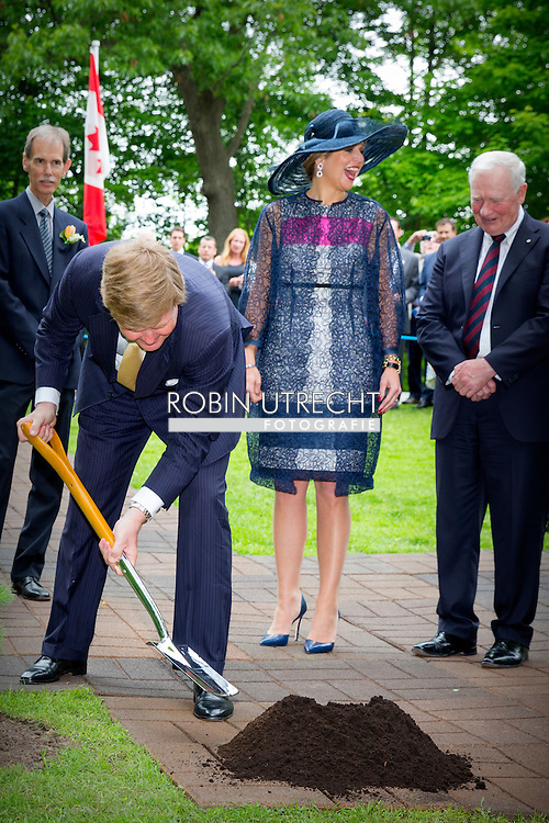 King Willem-Alexander and Queen Maxima of The Netherlands plant an tree at the Rideau Hall in Ottawa, Canada, 27 May 2015. The King and Queen of The Netherlands bring an state visit from 27 till 29 may to Canada. COPYRIGHT ROBIN UTRECHT
