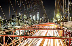 THEMENBILD - Die Brooklyn Bridge ist eine Schraegseil- und Haengebruecke in New York City und ist eine der aeltesten Bruecken dieses Typs in Amerika. Fertiggestellt 1883, verbindet sie Manhattan mit Brooklyn ueber den East River, im Bild die Strasse fuer Autos und die Skyline von Manhattan mit einer Belichtungszeit von 10 Sekunden, Aufgenommen am 28. August 2016 // The Brooklyn Bridge is a hybrid cable-stayed/suspension bridge in New York City and is one of the oldest bridges of either type in the United States. Completed in 1883, it connects the boroughs of Manhattan and Brooklyn by spanning the East River. This picture shows the roadway and the skyline of Manhattan with an exposure time of 10 seconds, New York City, United States on 2016/08/28. EXPA Pictures © 2016, PhotoCredit: EXPA/ Sebastian Pucher