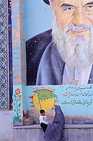 Iran, Ispahan, mausolée Arun Velayat, Portrait de l'Ayatolah Khomeni
