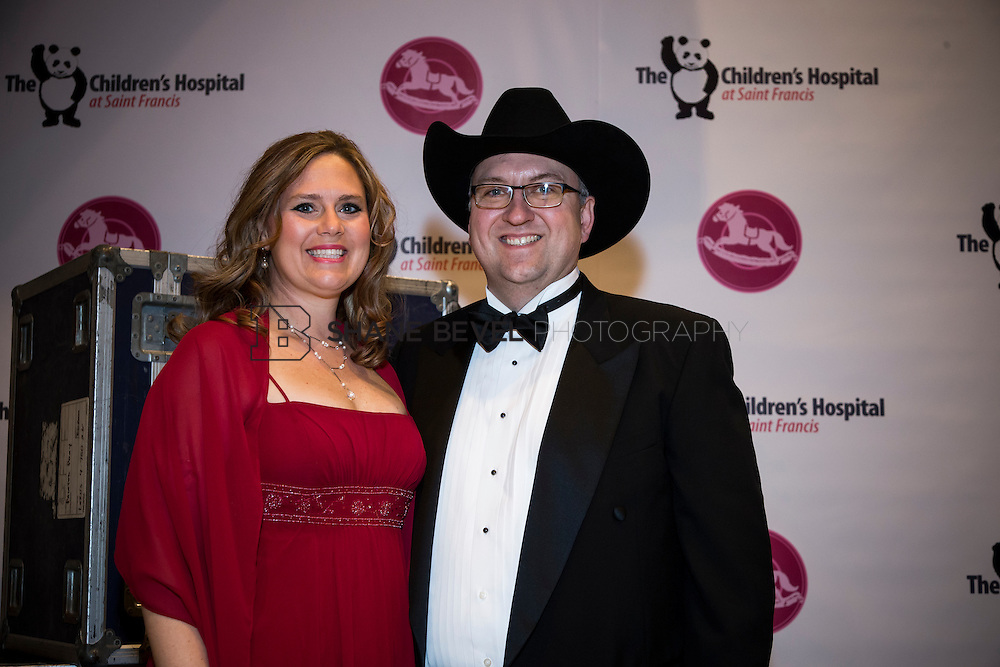 11/1/13 6:58:02 PM --- 2013 Painted Pony Ball for The Children's Hospital at Saint Francis with Chris Young and Dwight Yoakam. <br /> <br /> Photo by Shane Bevel