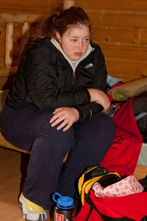 Expédition en kayak de mer avec la fondation sur la pointe des pieds