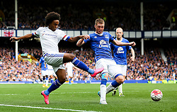 Willian of Chelsea fires a cross past Everton's James McCarthy  - Mandatory byline: Matt McNulty/JMP - 07966386802 - 12/09/2015 - FOOTBALL - Goodison Park -Everton,England - Everton v Chelsea - Barclays Premier League