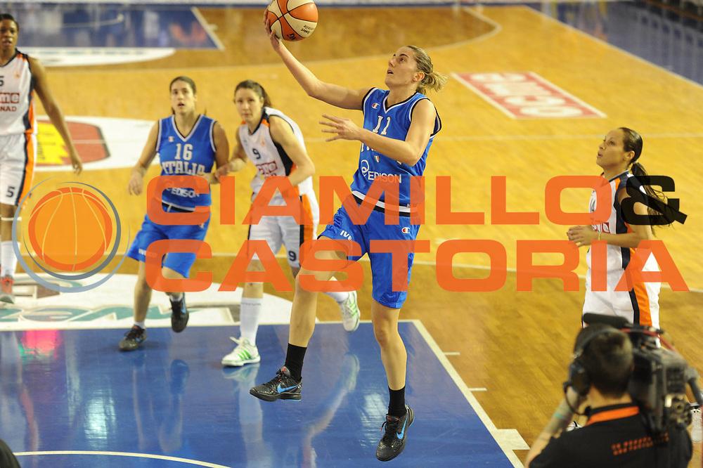 DESCRIZIONE : Parma All Star Game 2012 Donne Torneo Ocme Lega A1 Femminile 2011-12 FIP <br /> GIOCATORE : Raffaella Masciadri<br /> CATEGORIA : tiro<br /> SQUADRA : Nazionale Italia Donne <br /> EVENTO : All Star Game FIP Lega A1 Femminile 2011-2012<br /> GARA : Ocme All Stars Italia<br /> DATA : 14/02/2012<br /> SPORT : Pallacanestro<br /> AUTORE : Agenzia Ciamillo-Castoria/GiulioCiamillo<br /> GALLERIA : Lega Basket Femminile 2011-2012<br /> FOTONOTIZIA : Parma All Star Game 2012 Donne Torneo Ocme Lega A1 Femminile 2011-12 FIP <br /> PREDEFINITA :