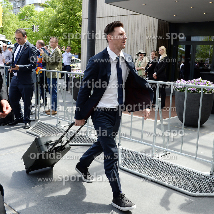 11.05.2015, The Westin Grand Hotel, Muenchen, GER, UEFA CL, FC Bayern Muenchen vs FC Barcelona, Halbfinale, R&uuml;ckspiel, Ankunft, im Bild Lionel Messi ( FC Barcelona ) // before the UEFA Champions League semi finals 2nd Leg match between FC Bayern Munich and FC Barcelona at the The Westin Grand Hotel in Muenchen, Germany on 2015/05/11. EXPA Pictures &copy; 2015, PhotoCredit: EXPA/ Eibner-Pressefoto/ Vallejos<br /> <br /> *****ATTENTION - OUT of GER*****