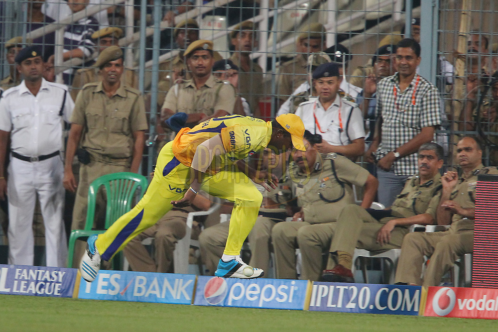 Dwayne Smith of The Chennai Superkings fumbles the ball on the boundary during match 47 of the Pepsi Indian Premier League Season 2014 between the Kolkata Knight Riders and the Chennai Superkings held at the Eden Gardens Cricket Stadium, Kolkata, India on the 20th May  2014<br /> <br /> Photo by Ron Gaunt / IPL / SPORTZPICS<br /> <br /> <br /> <br /> Image use subject to terms and conditions which can be found here:  http://sportzpics.photoshelter.com/gallery/Pepsi-IPL-Image-terms-and-conditions/G00004VW1IVJ.gB0/C0000TScjhBM6ikg