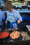 Grill, Scampi, Elbhangfest in Loschwitz, Dresden, Sachsen, Deutschland.|.Elbhangfest (feast), Loschwitz, Dresden, Germany