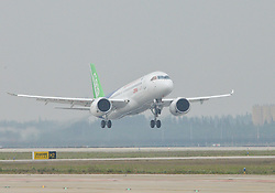 SHANGHAI, May 5, 2017  China's homegrown large passenger plane C919 takes off on its maiden flight in Shanghai, east China, May 5, 2017.  lfj) (Credit Image: © Ding Ting/Xinhua via ZUMA Wire)