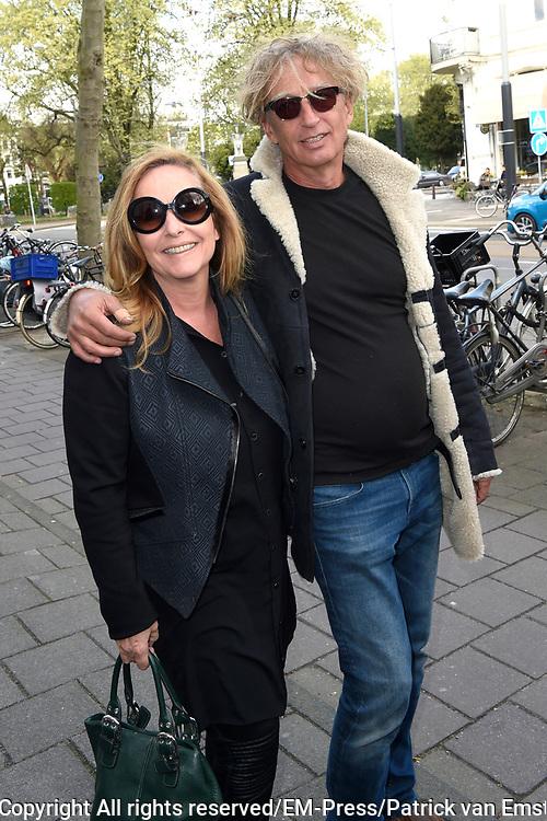 Boekpresentatie Dick Maas 'Buurman, wat doet u nu?' in de Desmet Studio&rsquo;s, Amsterdam.<br /> <br /> op de foto:  Angela Groothuizen en partner Rob Mooij