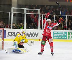 16.04.2019, Stadthalle, Klagenfurt, AUT, EBEL, EC KAC vs Vienna Capitals, Finale, 2. Spiel, im Bild Jean-Philippe Amoureux, (spusu Vienna CAPITALS, #1), Stefan GEIER (EC KAC, #19) // during the Erste Bank Icehockey 2nd final match between EC KAC and Vienna Capitals at the Stadthalle in Klagenfurt, Austria on 2019/04/16. EXPA Pictures © 2019, PhotoCredit: EXPA/ Gert Steinthaler